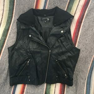 Black faux leather vest with button on hood XL